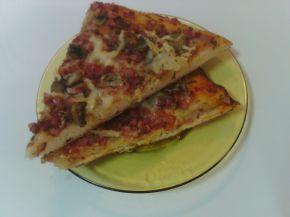 Снимка 2 от рецепта за Пица с пресни печурки и колбас