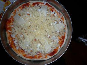 Снимка 2 от рецепта за Пица със сирена