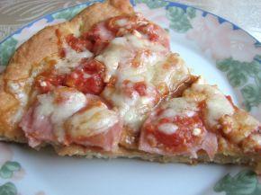 Снимка 1 от рецепта за Пица с шунка, сирене и кашкавал - вaриант 2