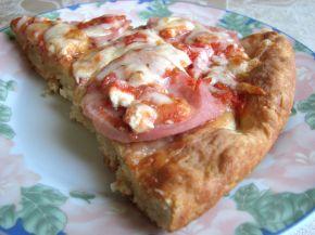 Снимка 2 от рецепта за Пица с шунка, сирене и кашкавал - вaриант 2