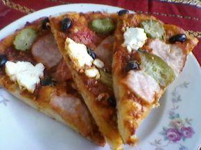 Снимка 4 от рецепта за Пица с шунка, сирене и кашкавал - вaриант 2