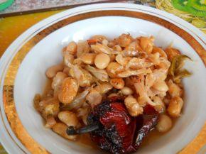Снимка 2 от рецепта за Постно кисело зеле със зрял фасул на фурна