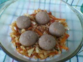 Снимка 2 от рецепта за Прясно зеле с кюфтета на фурна