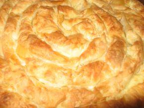 Снимка 2 от рецепта за Пухкава баница с кашкавал и сирене
