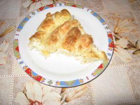 Снимка 3 от рецепта за Пухкава баница с кашкавал и сирене
