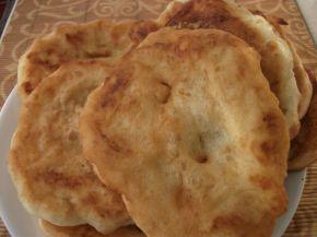Снимка 3 от рецепта за Пухкави мекици с пудра захар