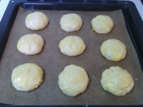 Снимка 3 от рецепта за Пухкави сиренки с масло
