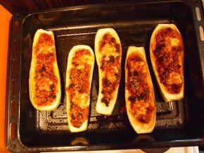 Снимка 2 от рецепта за Пълнени тиквички с кайма и млечен сос