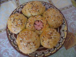 Снимка 3 от рецепта за Пълнозърнести питки с кренвирш и сирене