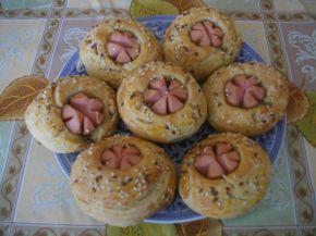 Снимка 4 от рецепта за Пълнозърнести питки с кренвирш и сирене
