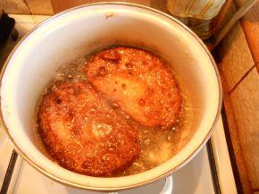 Снимка 9 от рецепта за Пържени филийки с кисело мляко