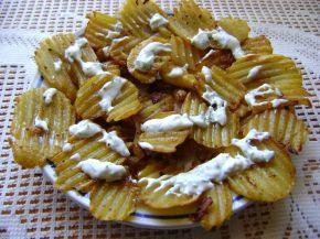 Снимка 2 от рецепта за Пържени къдрави картофи с млечен сос