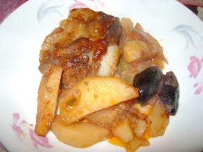 Снимка 2 от рецепта за Ребърца с картофи и сини сливи