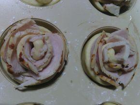 Снимка 2 от рецепта за Рози с шунка