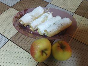 Снимка 2 от рецепта за Рула с ябълки и дюли