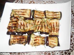 Снимка 3 от рецепта за Рулца от патладжан с плънка от извара и майонеза