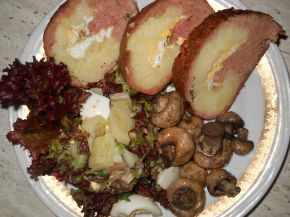 Снимка 4 от рецепта за Руло от кайма с плънка от варени картофи и яйца