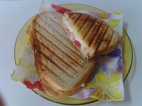 Снимка 4 от рецепта за Ръжен сандвич с мортадела
