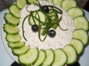 Снимка 2 от рецепта за Салата от пресни краставици и извара с орехи