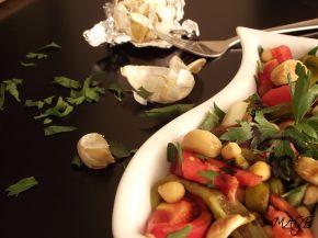 Снимка 2 от рецепта за Салата от нахут с печен чесън и балсамова редукция
