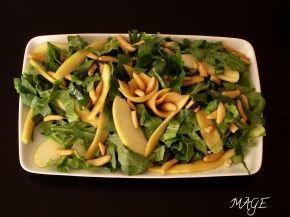 Снимка 2 от рецепта за Салата с рукола, спанак, манго, ябълка и оризови ядки