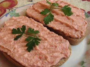 Снимка 2 от рецепта за Сандвич с пастет от шунка, сирене и домат