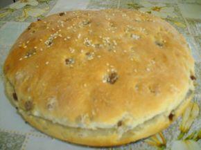 Снимка 2 от рецепта за Селска питка със салам и орехи