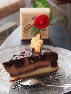 Снимка 3 от рецепта за Шарена  лесна торта с готови  рула