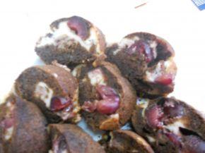 Снимка 4 от рецепта за Шоколадов кекс с череши и крема сирене