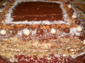 Снимка 2 от рецепта за Шоколадова торта с готови блатове и киви