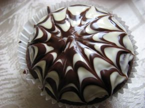 Снимка 2 от рецепта за Шоколадови мъфини с паяжина за Хелоуин
