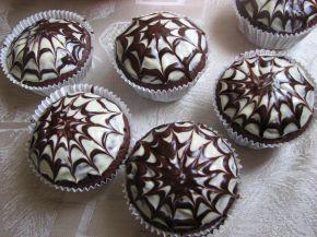 Снимка 4 от рецепта за Шоколадови мъфини с паяжина за Хелоуин