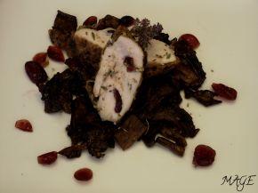 Снимка 2 от рецепта за Шпиковано пилешко филе с червени боровинки