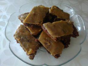 Снимка 2 от рецепта за Сладкиш със заливка от карамелени бонбони