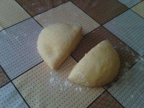 Снимка 4 от рецепта за Солени закуски с извара и белтък