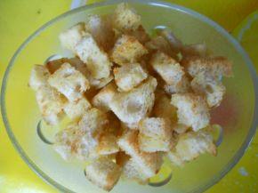 Снимка 2 от рецепта за Спаначена крем-супа със сметана и крутони