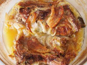 Снимка 2 от рецепта за Свински пържоли, `облечени` в зелеви листа