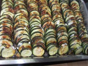 Снимка 3 от рецепта за Тиквички на фурна с кашкавал