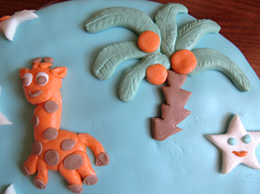 Снимка 3 от рецепта за Торта с глазура от захарен фондан `Веселата джунгла`
