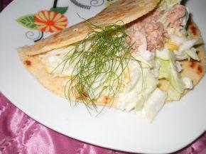 Снимка 2 от рецепта за Тортиля със салата и риба тон