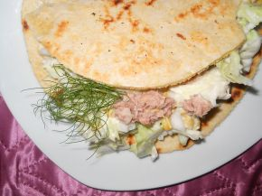 Снимка 3 от рецепта за Тортиля със салата и риба тон