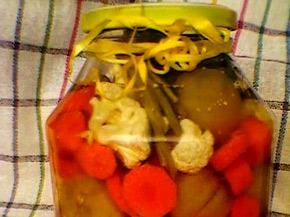Снимка 2 от рецепта за Туршия от зелени доматчета, моркови и цветно зеле