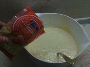 Снимка 2 от рецепта за Ванилови мъфини с круши и натрошени бадеми