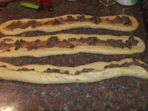 Снимка 2 от рецепта за Великденски козунак със стафиди и канела