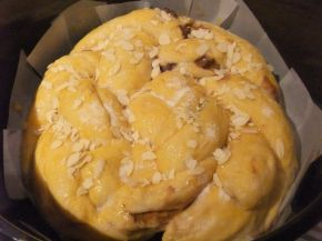 Снимка 6 от рецепта за Великденски козунак със стафиди и канела