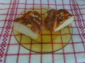 Снимка 2 от рецепта за Венец с кашкавал, сирене, колбас и лютеница