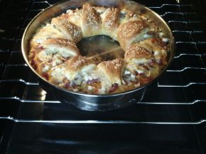 Снимка 3 от рецепта за Венец с кашкавал, сирене, колбас и лютеница
