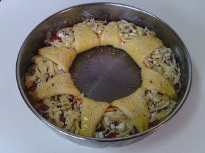 Снимка 4 от рецепта за Венец с кашкавал, сирене, колбас и лютеница
