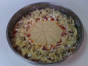 Снимка 5 от рецепта за Венец с кашкавал, сирене, колбас и лютеница
