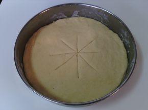 Снимка 7 от рецепта за Венец с кашкавал, сирене, колбас и лютеница